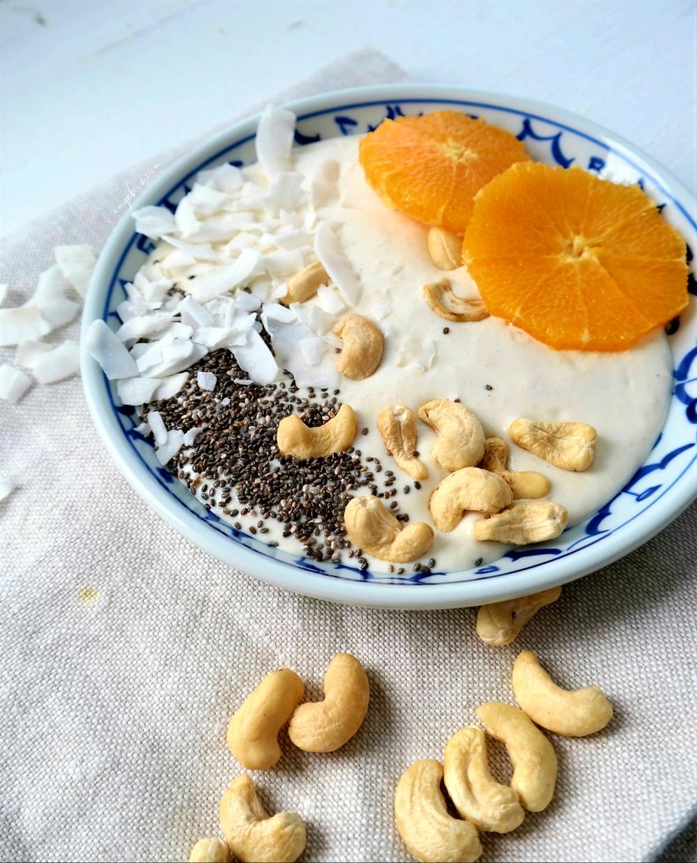 Cashew Joghurt mit Kokosnuss und Orangen