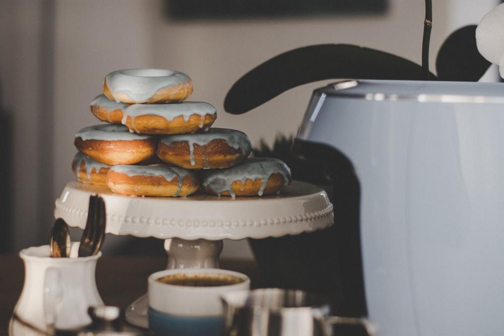 tchibo Caffisimo Donuts Pastell angebissen
