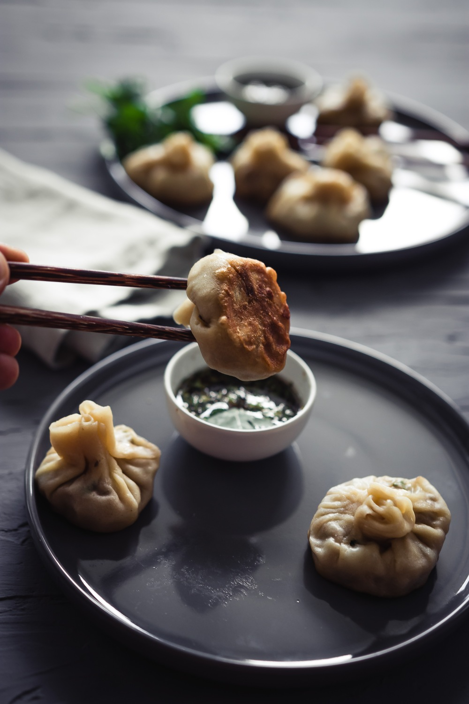 angebissen dumplings japanisch teigtaschen